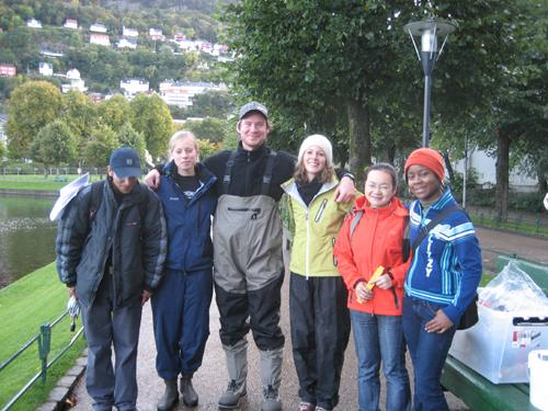 Studenter fra BIO300 i arbeid ved Lille Lungegårdsvann. Faget er blant de...