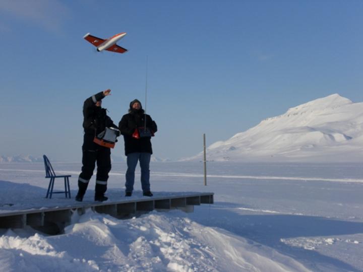 Modellfly brukt til meteorologiske målinger på Svalbard