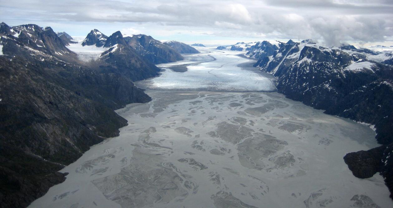 Isbre og breelv-slette (sandur) på sørvest Grønland.