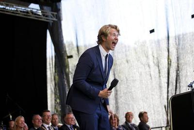 Christian Fredrik Mikkelsen opptrer som komiker.