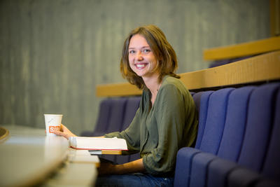 Bilde av student Eirin Aavik Schanke i auditorium