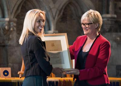 Professor Sara Hobolt mottar Nils Klim-prisen av kunnskapsminister Kristin...