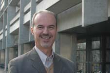 Kuvvet Atakan, professor ved Institutt for geovitskap, ser fram til nye...