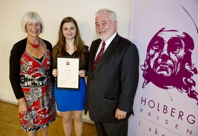 Vinner av førstepremien i årets Holbergprisen i skolen, Alisa Mujanic,...