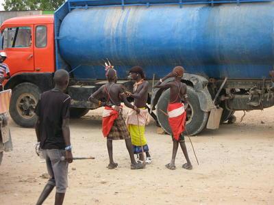 FRUSTRERTE: I Nord-Kenya finnes det et stort antall av unge, sinte menn som...