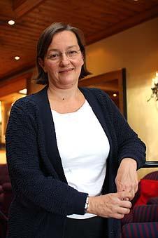 Nina Langeland, dekan ved Det medisinsk-odontologiske fakultet, peikar på at...