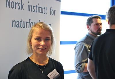 Line Sundt-Hansen frå Norsk Institutt for Naturvitenskap ser på...