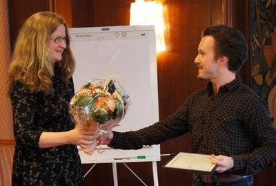 Instituttleder Per Einar Binder aksepterte prisen på vegne av fagmiljøet for...