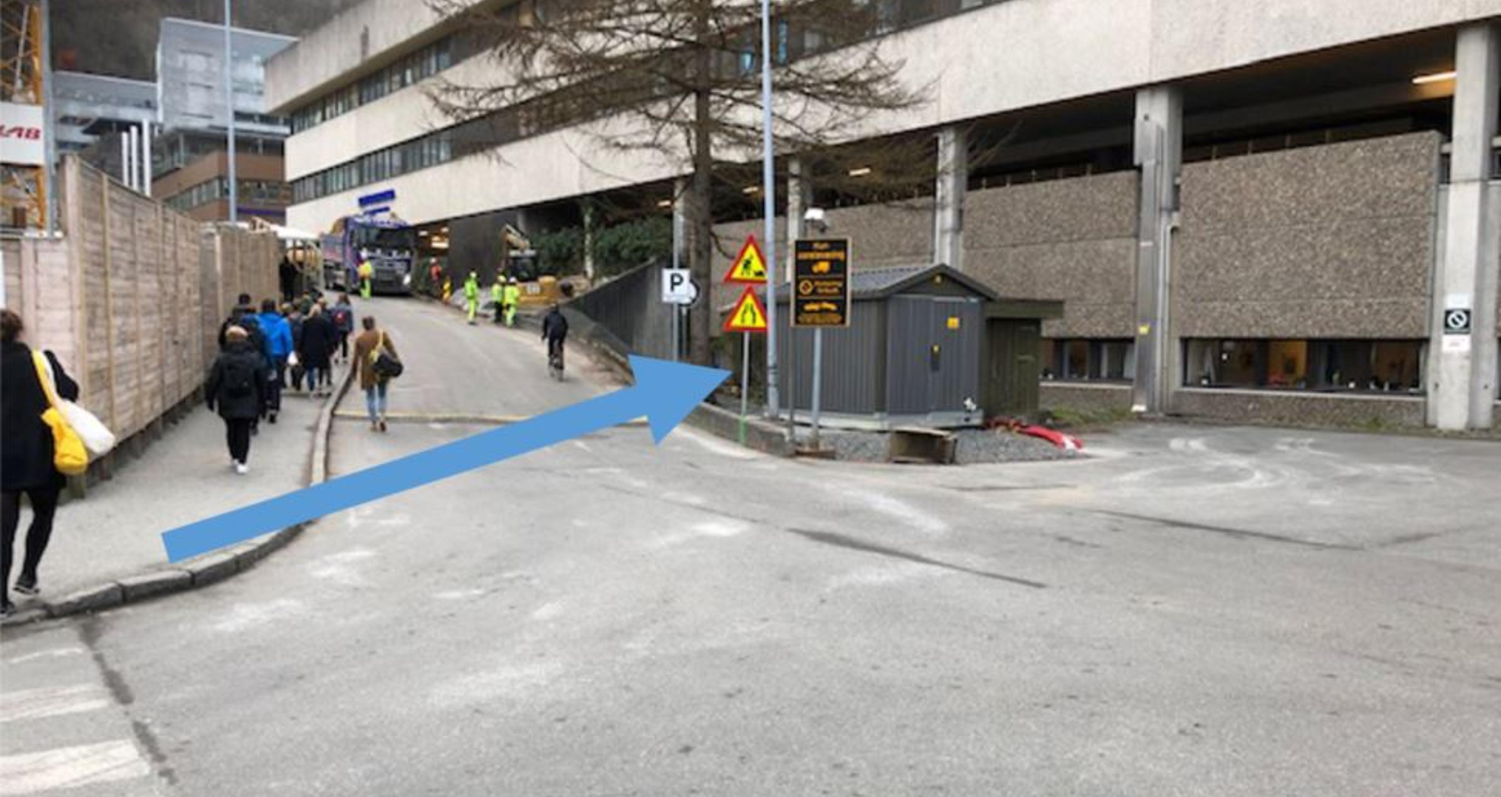 foto som viser hvor fortgjengere skal gå til sentralblokka på Haukeland