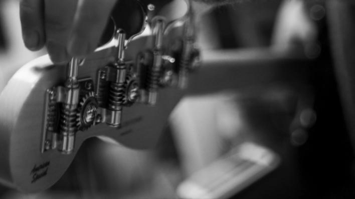 illustrasjonsfoto, stemmeskruer på en gitar