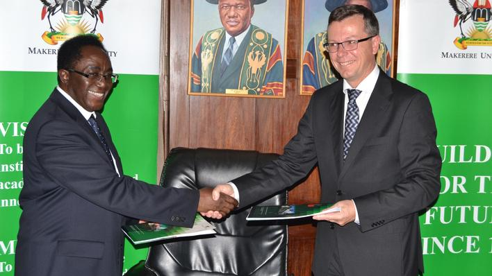 Makerere University's Vice-Chancellor John Ddumba-Ssentamu (left) and University of Bergen's Rector Dag Rune Olsen shake hands after signing a new 10 year frame agreement between the two universities on 30 September 2014.