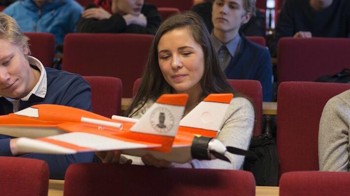 Elever besøker Geofysisk institutt