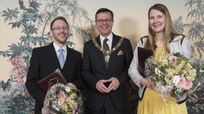 Barsnes og Løken sammen med UiB-rektor Dag Rune Olsen