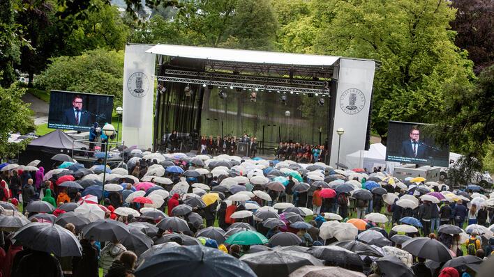 Bilde fra velkomstseremonien 2014. Publikum og scene.