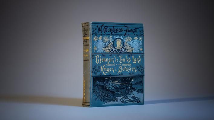 Bok om norsk-kinesisk historie, brukt som illustrasjonsfoto til sak om historiefaget ved Universitetet i Bergen i magasinet Hubro.