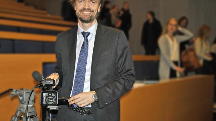 Knut Martin Tande med videokamera i hånden