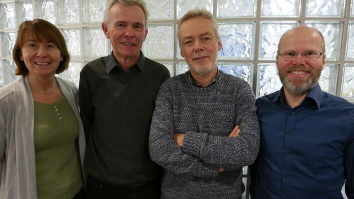 Gruppe for trygdeøkonomi. Frå venstre: førsteamanuensis Astrid Grasdal, professor Espen Bratberg, professor Kjell Vaage og professor Arild Aakvik.