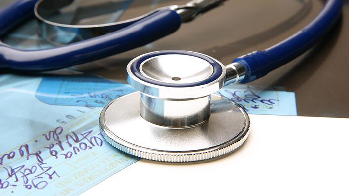 Illustrasjonsfoto: Stetoskop og røntgenbilde