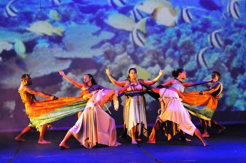 Oceania Dance Theatre og Pasifika Voices holdt festforestilling 3. november 2016 til ære for Universitetet i Bergen.