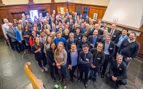 Deltakarar på symposiumsmiddagen på Fløyen