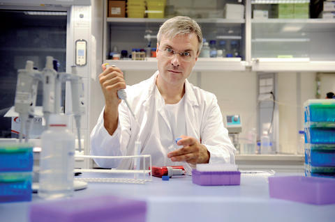 Professor Bjørn Tore Gjertsen in the lab.