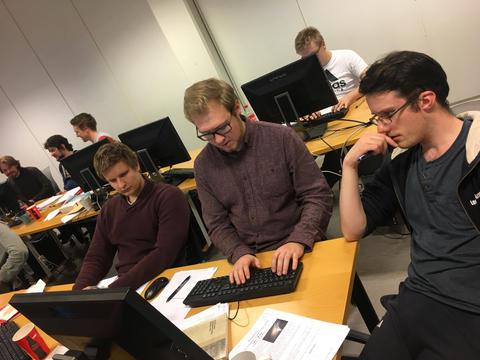 Studenter som programmerer under NCPC