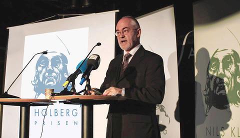 Sigmund Grønmo taler under kunngjøringen mars 2013
