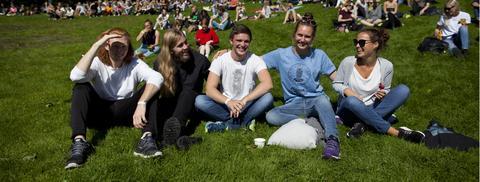 Studenter i sol