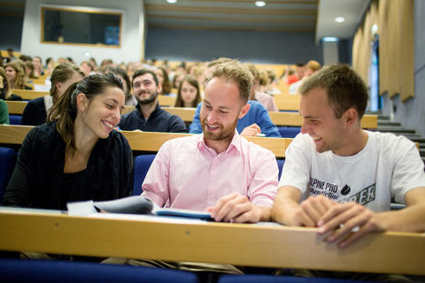 Studenter i auditorium