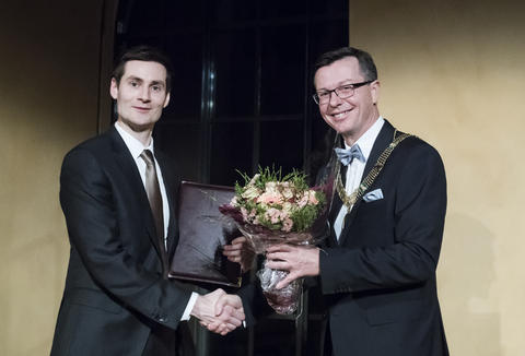Ole Hjortland mottar Meltzerprisen for yngre forskere