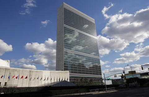 Photo of the United Nations building in New York, with clouds and the sun reflecting. Used to illustrate article about science diplomacy.