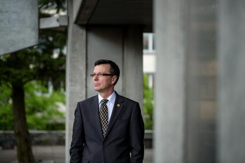 Dag Rune Olsen er ny rektor ved Universitetet i Bergen. Han starter i jobben...
