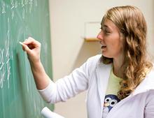Bilde av lærerstudent som underviser