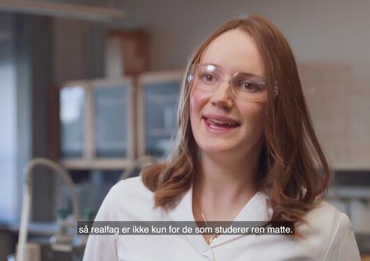 Linn Merethe bruker realfag til å forske på metoder for å finne plast i dyphavet
