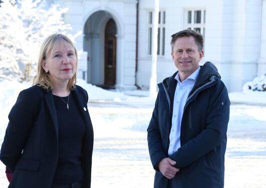 Rektor Margareth Hagen og universitetsdirektør Robert Rastad