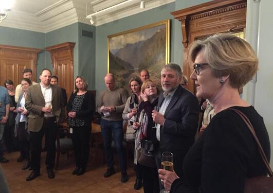 Prorektor Anne-Lise Fimreite innledet markeringen for toppforskerne ved Universitetet i Bergen i Knut Fægris hus.