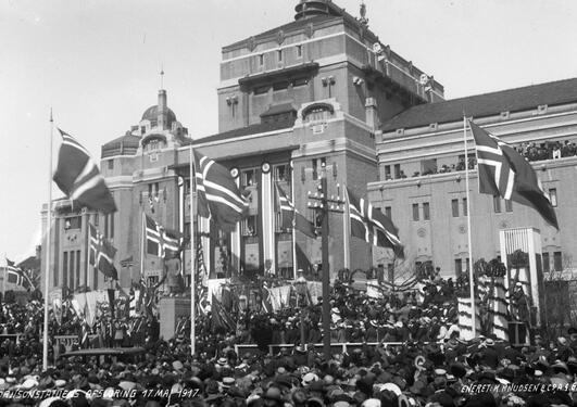 Avduking av Bjørnsonstatuen 1917