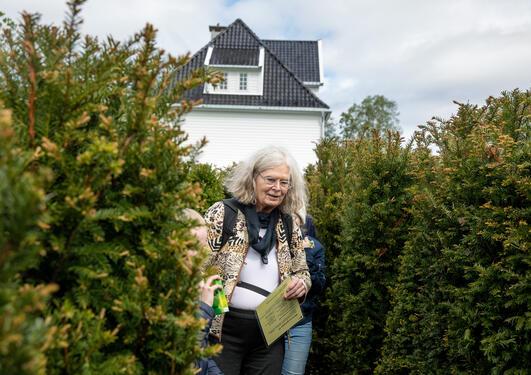 Karen Uhlenbeck i Labyrinten i Botanisk hage