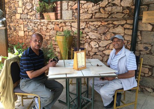 Bilde fra School of Dentistry i Addis Ababa, viser Fantaye og Degu