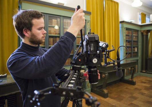 André Kvalvågnes med videokamera
