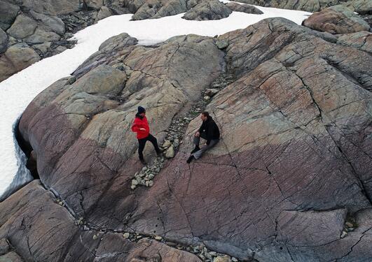 Andreas Beinlich på berg i feltet