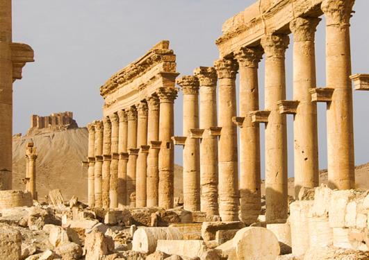 Antikke søyler i ruinbyen Palmyra