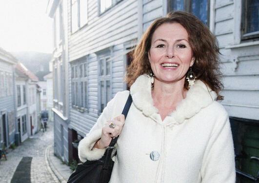 Kari Birkeland, journalist, forfatter, månedens alumn