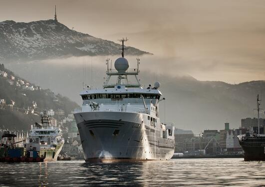 G.O. Sars seiler ut fra Bergen