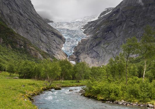 Briksdalselva og briksdalsbreen Sogn og Fjordane, Norge