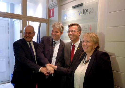 Left to right: NTNU's Rector Gunnar Bovim, state secretary Bjørn Haugstad, UiB's Rector Dag Rune Olsen and SINTEF director Unni Steinsmo at the official opening of the three institutions Brussels office on 22 September 2015.