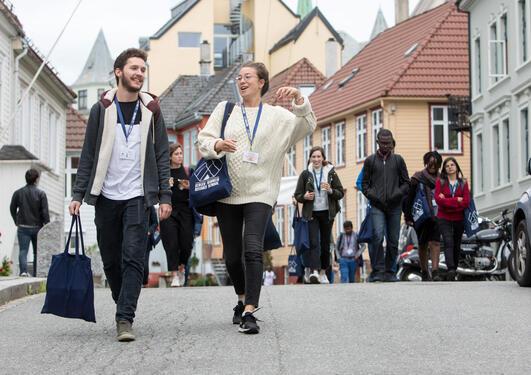 Students at UiB campus
