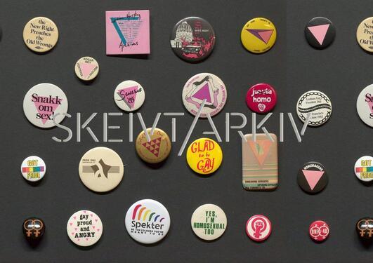 Et utvalg buttons fra skeivt arkiv