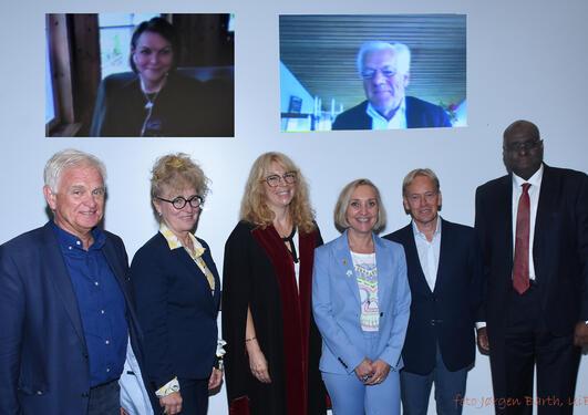 Cecillie Gjerde med komiteen og veilederne