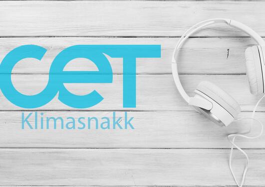 CET klimasnakk logo i blått med hodetelefoner